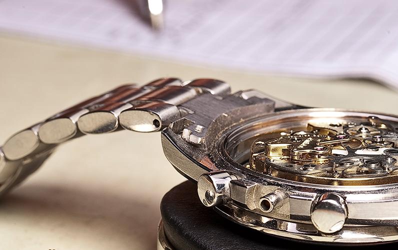 時計修理 コマ