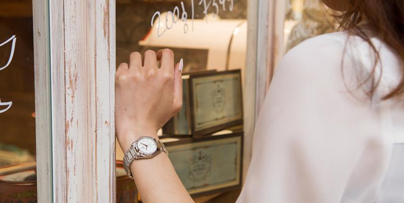 東京銀座の20代~50代男性に聞いた「モテる女がつける腕時計」BEST10